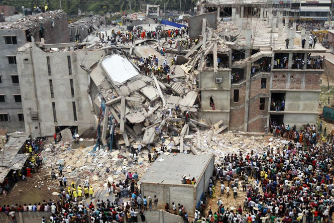 Aerial view of the Dhaka Savar building following the disaster. Photo by rijans. Licensed under CC BY-SA 2.0